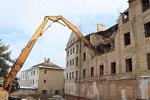 Ve Varnsdorfu začala demolice bývalé ubytovny u Panoramy.