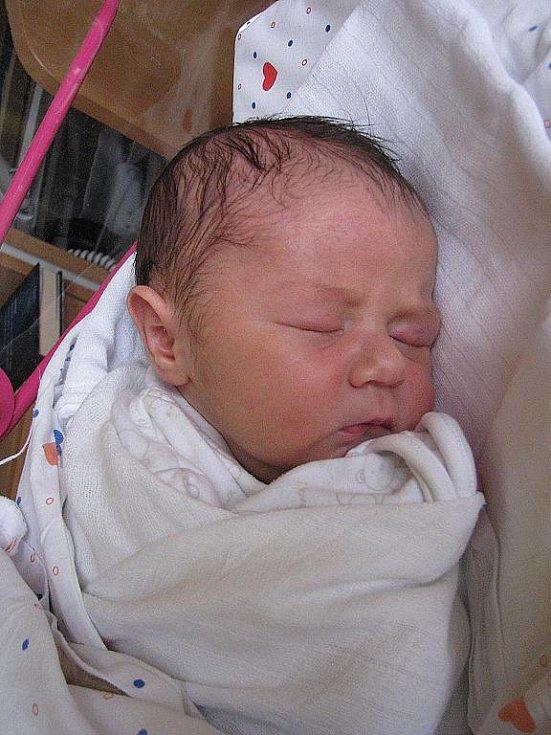 Mamince Haně Burdové z Růžové se 7. listopadu v 16.31 narodil v děčínské nemocnici syn Adámek Novotný. Měřil 52 cm a vážil 4,05 kg.