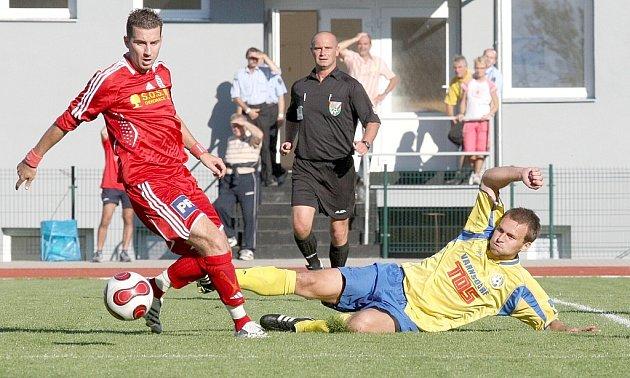 První gól Slovanu v letošním roce dal Grubhoffer (ve skluzu).