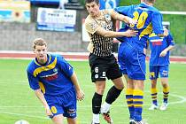 FK VARNSDORF (v modrém) nestačil na Liberec, prohrál 0:4
