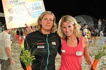 MICHAELA VORLOVÁ (vpravo) společně se Šárkou Nakládalovou získala na pražském Super Cupu třetí místo a odměnu v hodnotě 15 000 Kč.