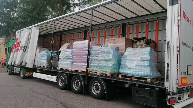 Do Lobendavy dorazil kamion humanitární pomoci z jižní Moravy.