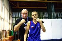 DAVID PAZDERA (na snímku vpravo s trenérem Václavem Němečkem) se chystá na juniorské ME.
