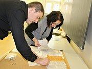 Ve volebním okrsku 15 v Děčíně vrcholily přípravy na sněmovní volby v pátek dopoledne