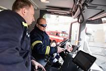 NOVÉ AUTO si benešovští dobrovolní hasiči převzali v sobotu na náměstí.