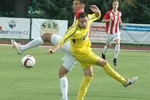JAN NEUBERG (ve žlutém) v utkání proti Viktorii Žižkov.
