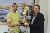 OCENĚNÍ. Děčínští basketbalisté převzali sportovní cenu za měsíc květen.
