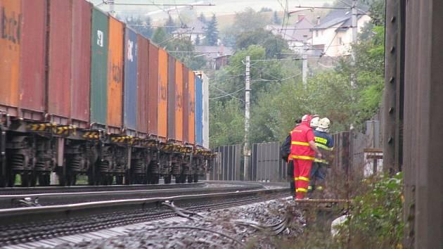 Muže srazil projíždějící vlak.