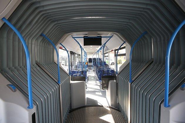 Děčínský dopravní podnik dostal nové autobusy na zemní plyn CNG. Zároveň otevřel itankovací stanici na CNG plyn.