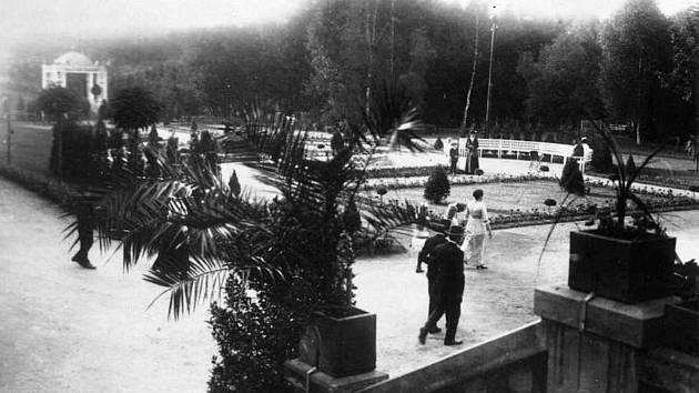 Historické foto z Karlova údolí u Šluknova. Další fotografie najdete v pátečním Děčínském deníku.