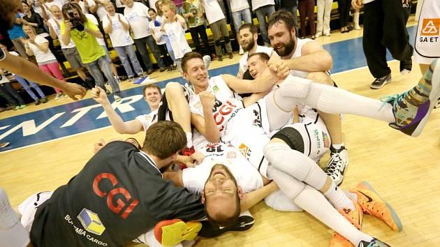 PARÁDA! Děčínští basketbalisté porazili Prostějov a jsou opět ve finále NBL!