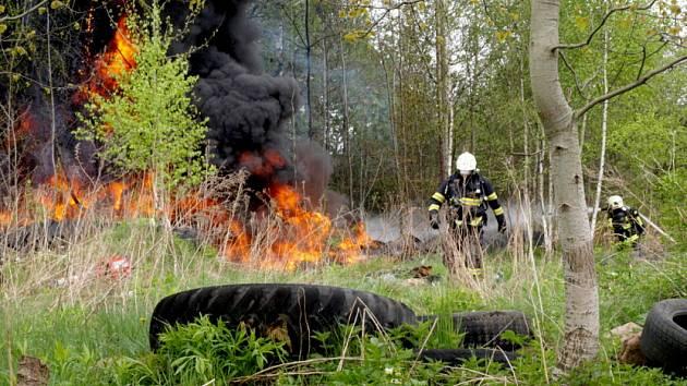 Požár pneumatik ve Šluknově
