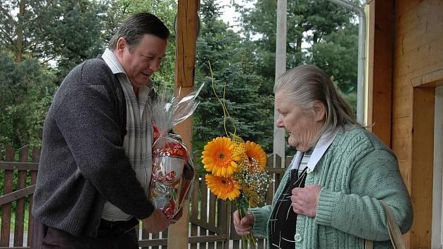 Obyvatelka Domova pro osoby se zdravotním postižením v Kytlicích Květa Lesková oslavila ve středu 26. května osmdesátiny.