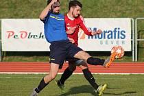 DOMÁCÍ PORÁŽKA. Rumburk (v modrém) doma prohrál 0:3 s Neštěmicemi.