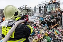 V popelářském voze v Krásné Lípě vzplál odpad.