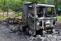 Požár nákladního a osobního auta v Jílovém.