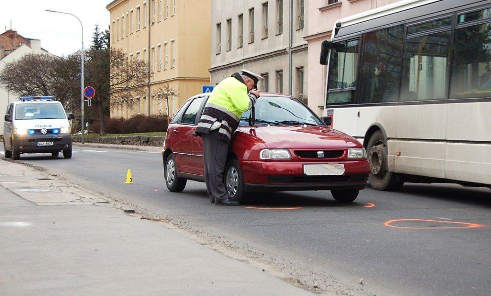 U školy v Děčíně srazilo auto dítě