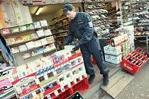 Na severu čech vyrazili celníci na kontroly Vietnamských tržnic.Ve Hřensku obsadilo několik desítek příslušníků Celní správy z Ústí nad Labem stánky vietnamských obchodníků.Zabavili zde padělané zboží a cigarety s falešnými kolky.