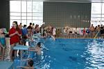 Hasiči si dali sraz v rumburském bazénu.