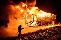 Požár boudy u stanice lyžařského vleku Mezičky nedaleko Tolštejna