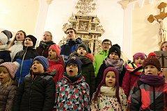 Česko zpívá koledy v kostele svatého Františka z Assisi