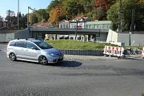 Kruhový objezd u mototechny.