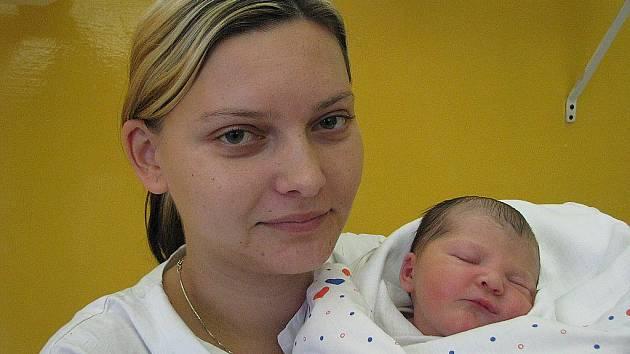 Mamince Jitce Fialové z Jílového u Děčína se 22. listopadu v 16.01 narodila v děčínské nemocnici dcera Eliška Kalašová. Měřila 49 cm a vážila 3,18 kg.
