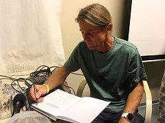 Horolezec Marek Holeček účinkoval na cestovatelském festivalu Sedm divů v Krásné Lípě.