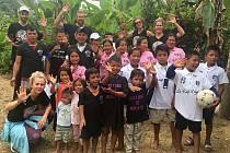 JAKUB KRAKOVIČ, pivot BK ARMEX Děčín, společně s přítelkyni Terezou Peckovou, pomáhal při charitativní akci v Ekvádoru. Za tři týdny tam zažil několik netradičních zážitků.