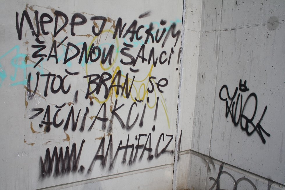 Počmáraný Děčín: Majetek je na mnoha místech počmárán spreji.