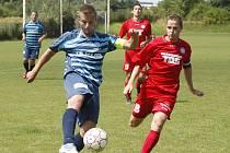 FK VARNSDORF se dnes představí v Českém Dubu. Snímek je z prohraného utkání s Českou Lípou (Varnsdorf v červeném).