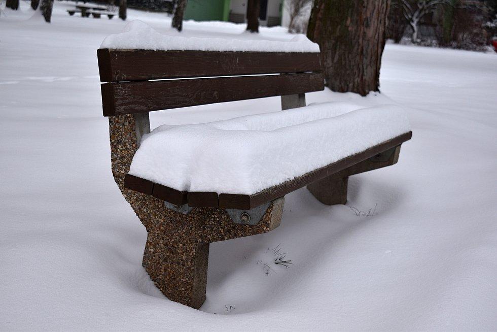 Děčín zasypal v noci na pondělí 8. února sníh.