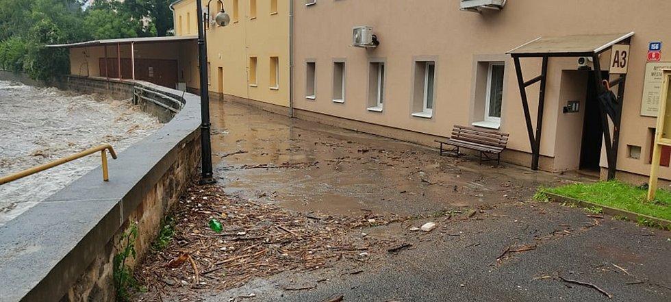 Voda u děčínského magistrátu.