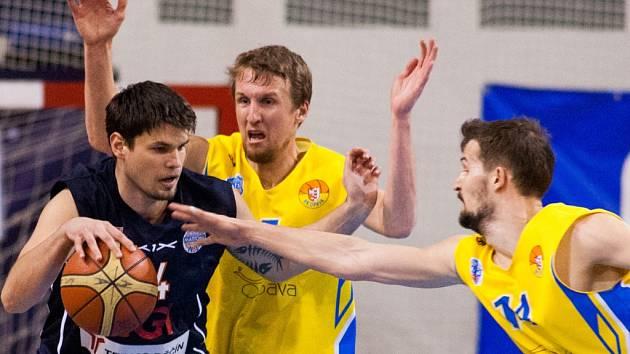 MIROSLAV SOUKUP (vlevo) v utkání proti Opavě, které bylo jedním z posledních v kariéře.