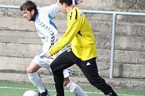 Fotbalisté Řezuz Děčín (ve žlutém) remizovali s Libercem B 2:2.