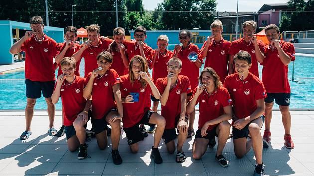 ZLATÝ TÝM. Česká reprezentace se raduje ze zlatých medailí.