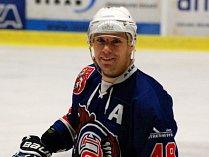 JAROSLAV HAŠEK je i v této sezóně tahounem děčínských hokejistů.