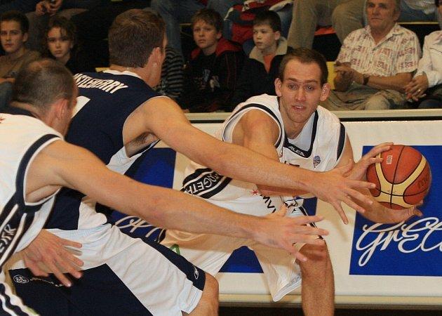 Králem sportovců zústává basketbalista Jakub Houška.