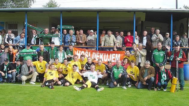 Na závěr sezony si vilémovští fotbalisté udělali společné foto se svými diváky.