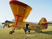Plnění hasicího letadla