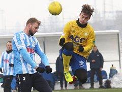 VARNSDORF (modrobílá) porazil v přípravě juniorku FK Teplice 4:0.