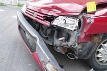 Ve směru od křižovatky na Huníkov k náměstí v České Kamenici řidiči velmi často havarují.