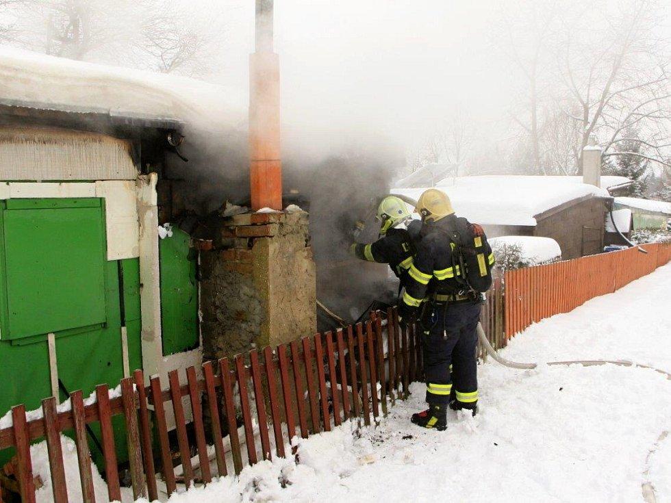 Požár chatky v Kamenické ulici v Děčíně