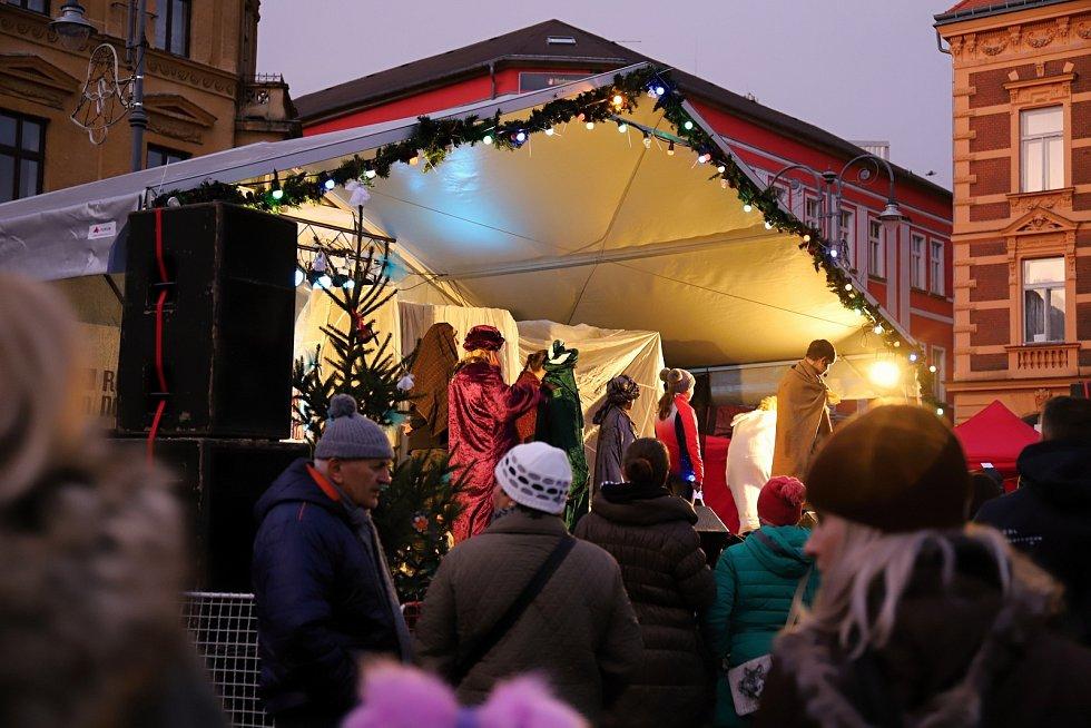 V Rumburku v sobotu večer rozsvítili vánoční strom.