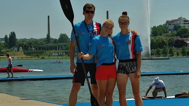 ÚSPĚŠNÁ DĚČÍNSKÁ VÝPRAVA. Trenér Tomáš Charvát a juniorky Adéla Házová a Kateřina Zárubová.