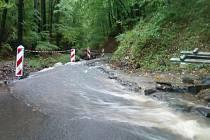 Jedinou přístupovou cestu na děčínský Chlum opět spláchla voda, a to 27. září