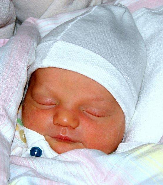 Michaele Grofové z Rumburka se 3.září ve 14.30 v rumburské porodnici narodil syn Matyáš Gellér. Měřil 49 cm a vážil 3,45 kg.
