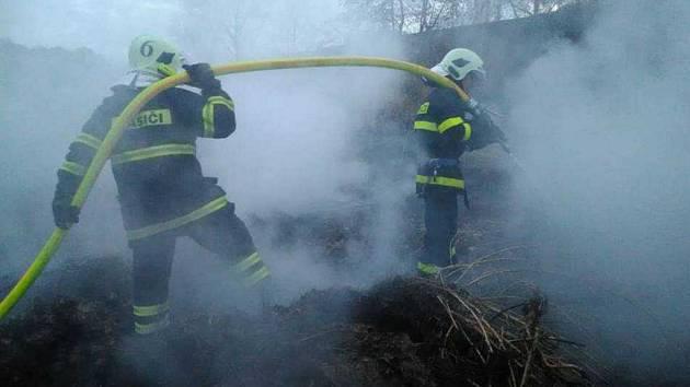 Požár klestí v Růžové na Děčínsku.