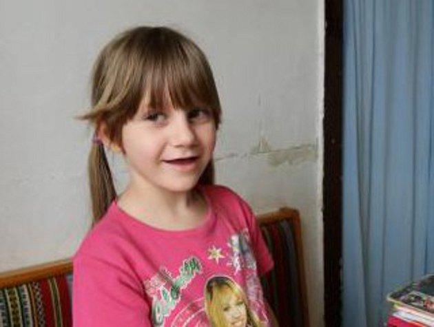 Nedoslýchavá Martinka získala sluchadlo díky pomoci lidí.