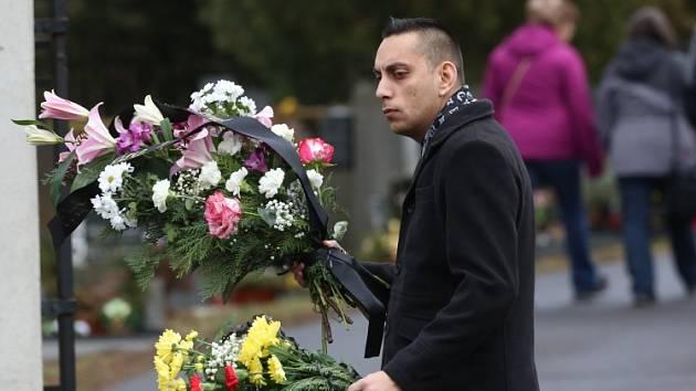V Děčíně proběhl pohřeb věštkyně Jolandy.